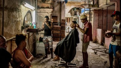 A barber's shop in Old Havana. Tomás Munita